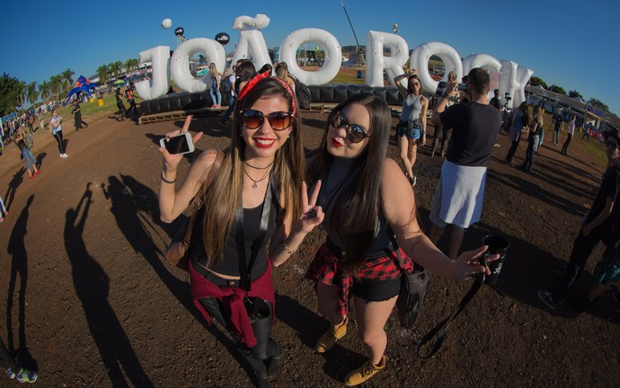 Reginelle Vieira e Carol Yuki no João Rock 2016 (Foto: Mateus Rigola/Gshow)