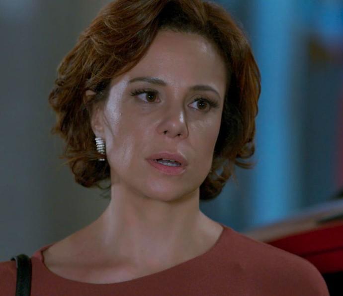 Ana pede respeito e não admite intimidade de Tito (Foto: TV Globo)