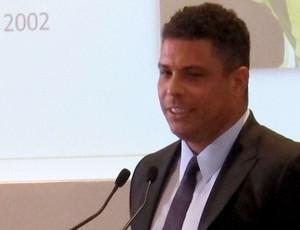 Ronaldo marta carlos alberto evento apresentação pôster da copa do mundo 2014 (Foto: Marcelo Baltar )
