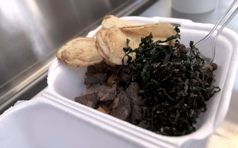 Picadinho de carne com arroz e feijão