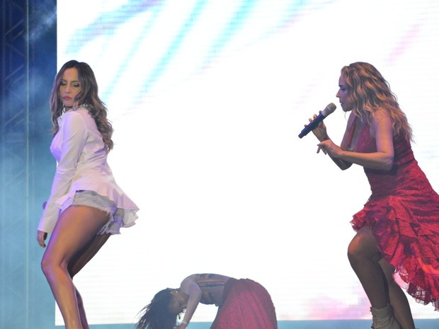 Claudia Leitte e Daniela Mercury em show em Salvador, na Bahia (Foto: Felipe Souto Maior/ Ag. News)