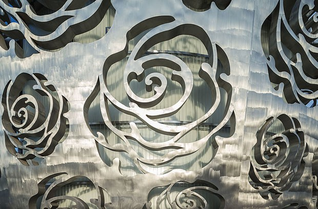 Museu dedicado a rosas em Pequim ganha fachada metálica desenhada (Foto: Xiao Kaixiong/Divulgação)