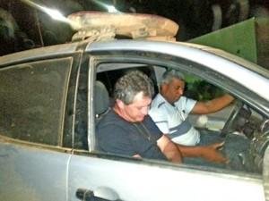 Dilmar Dal Bosco foi levado ao hospital pela polícia (Foto: Show de Notícias)