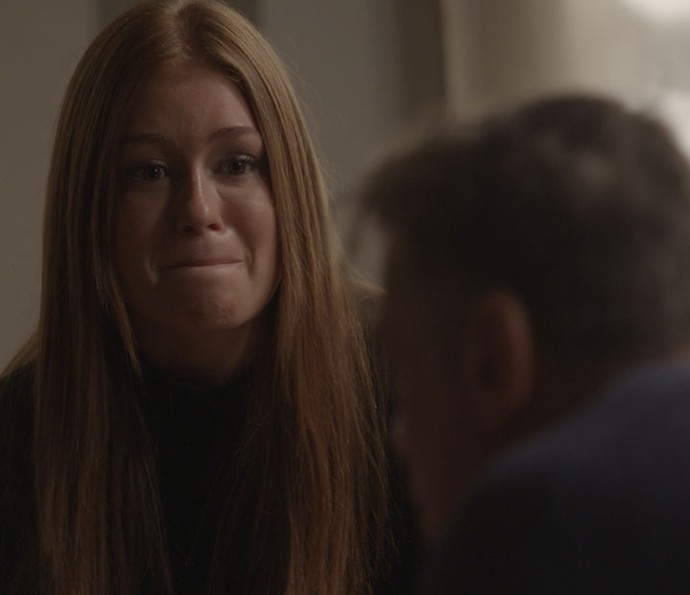 Eliza fica decepcionada com Arthur (Foto: TV Globo)