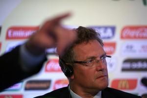Secretário-geral da Fifa, Jérome Valcke, fala sobre a participação da Nigéria na Copa das Confederações (Foto: Antonio Lacerda/EFE)