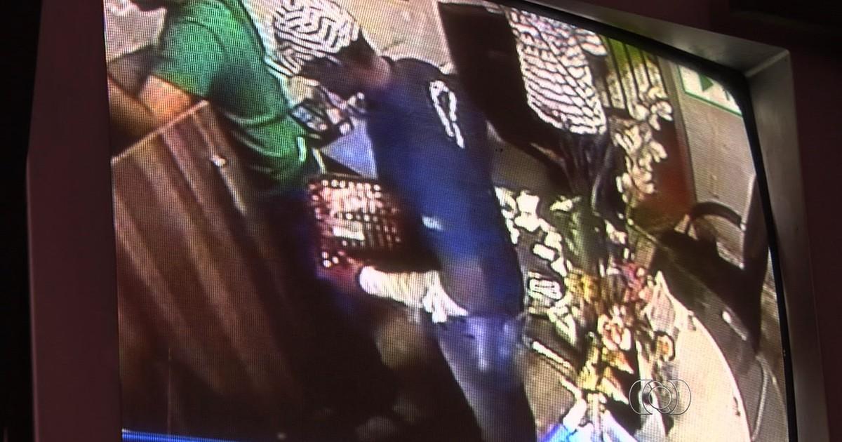 4db6aeb24da G1 - Câmeras flagram assalto a fabricante de joias no Centro de Goiânia   assista - notícias em Goiás