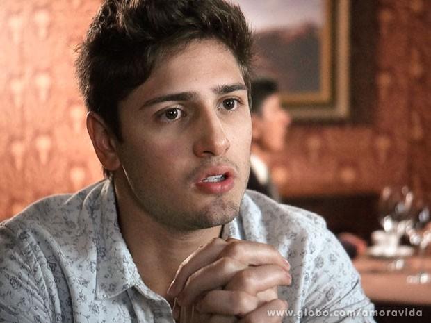 Rogério conta para a noiva toda a verdade sobre suas origens (Foto: Amor à Vida/TV Globo)