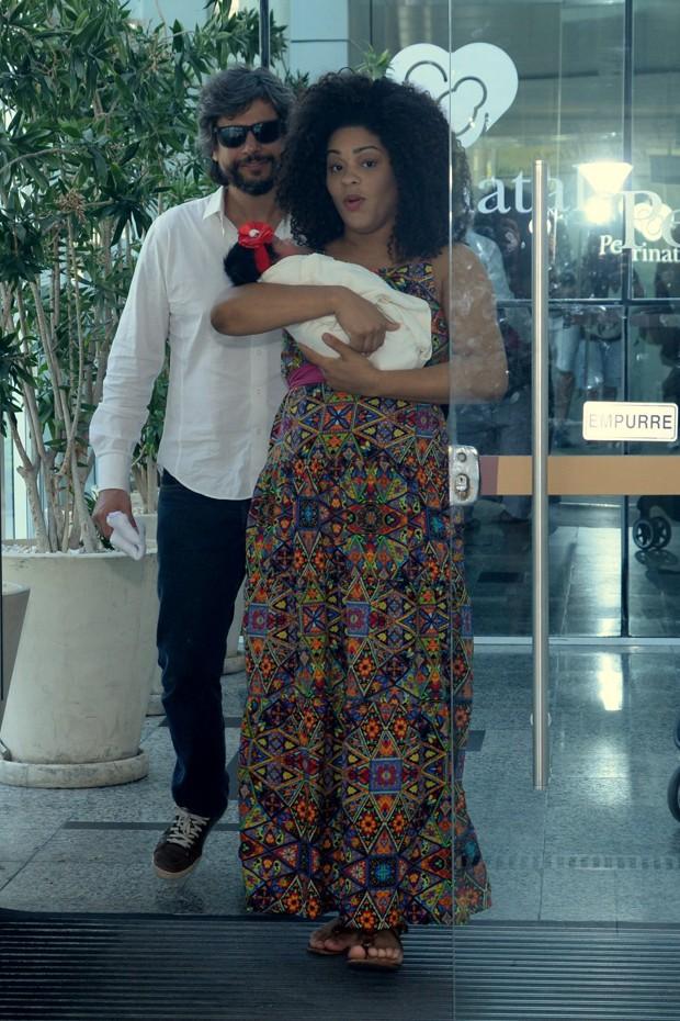 Ernani Nunes e Juliana Alves com Yolanda (Foto: Vinicius Marinho/BrazilNews)
