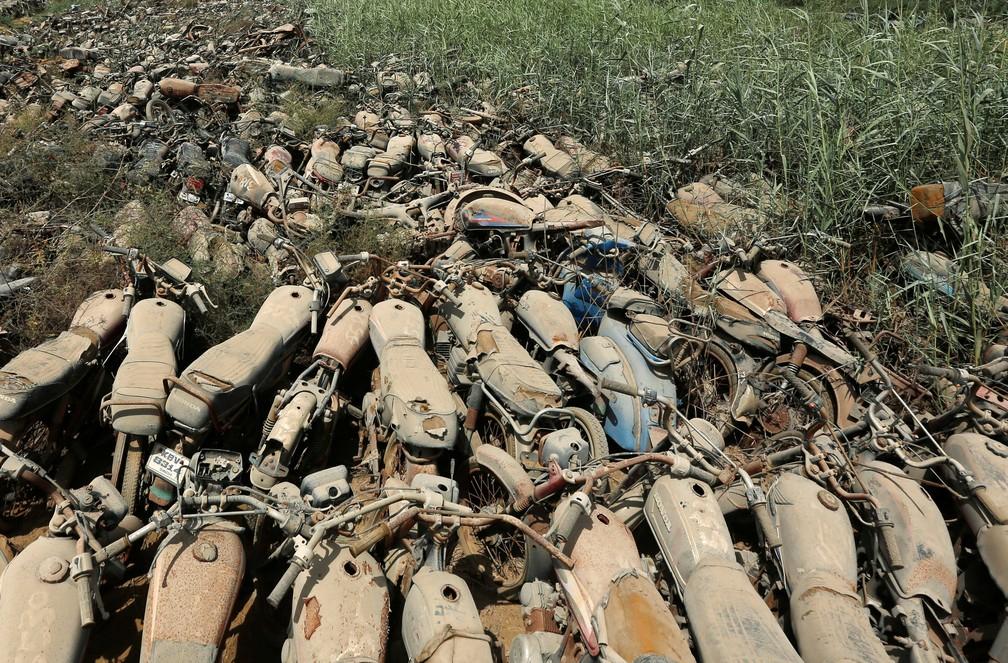 'Cemitério de motos' no Paquistão (Foto: REUTERS/Akhtar Soomro)