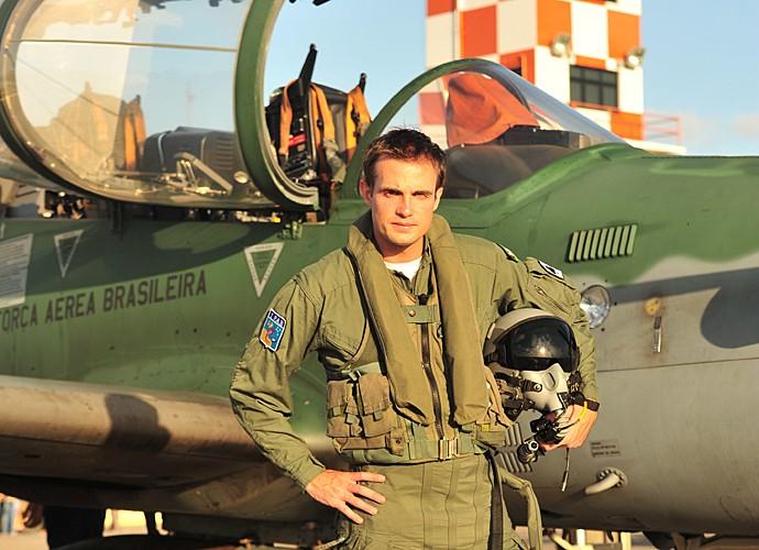 Em Flor do Caribe, Max Fercondini foi um piloto da força aérea brasileira (Foto: João Miguel Júnior / TV Globo)