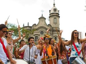 Bloco 'Tarado Ni Você' parou a música por uma hora para realização de missa, na Lapa (Foto: Thiago Borba/Divulgação)