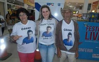 Bruna Wolf com os pais de Cezar (Foto: Reprodução/ Facebook)