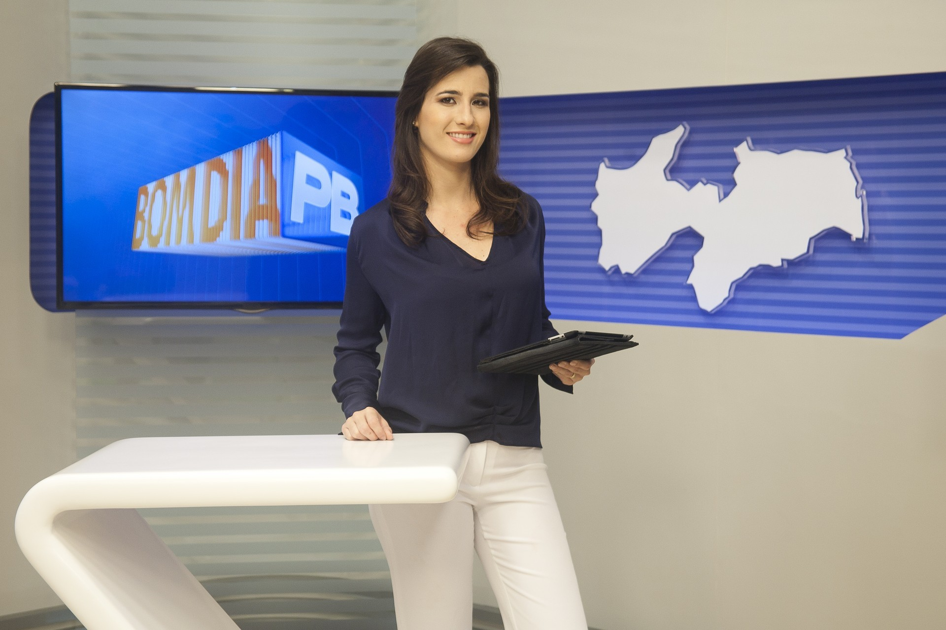 Patrícia Rocha no novo cenário do Bom Dia Paraíba (Foto: Felipe Gesteira/TV Cabo Branco)