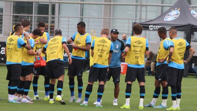 Grupo do Grêmio Roger Machado  (Foto: Eduardo Moura/GloboEsporte.com)