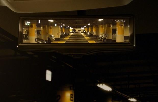 Nissan apresenta retrovisor interno eletrônico