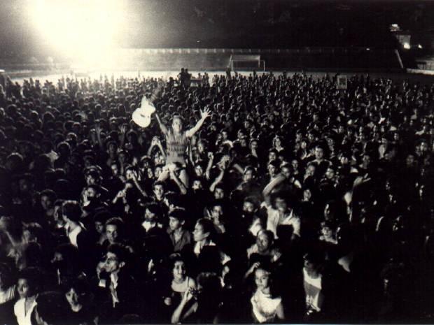 Multidão lotou a estádio da Curuzú no show de lançamento do primeiro disco do Stress, há 30 anos. (Foto: Divulgação/ Miguel Chikaoka)