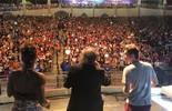 Massulo dança 'Subindo pelas Paredes' ao lado de Nunes Filho