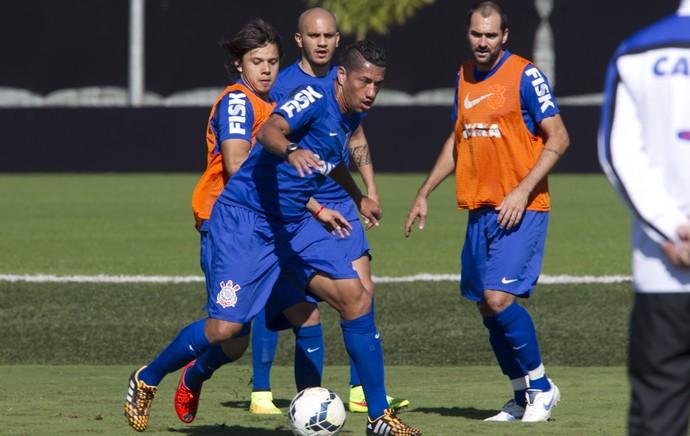 Danilo, Fábio Santos e Ralf - Corinthians (Foto: Daniel Augusto Jr / Agência Corinthians)