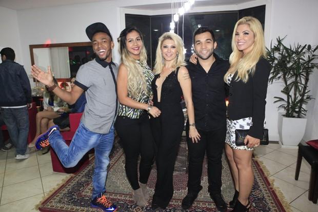 Nego do Borel, Crislaine Gonçalves, Antônia Fontenelle, Jonathan Costa e Verônica Costa em festa na Zona Oeste do Rio (Foto: Isac Luz/ EGO)