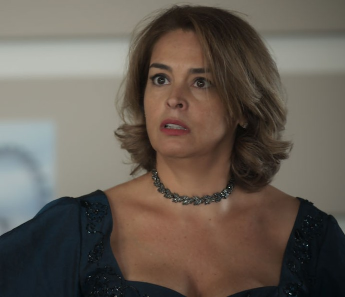 Gilda se assusta com reação do filho (Foto: TV Globo)