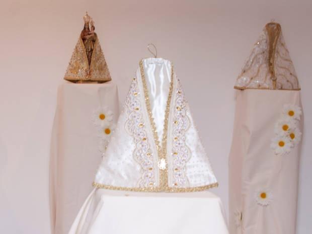 Apresentação do manto que Nossa Senhora de Nazaré vai usar no Círio é um dos momentos mais esperados da quadra nazarena. Vestimenta especial fez parte de exposição no Sesc Doca em 2010. (Foto: Oswaldo Forte/O Liberal)