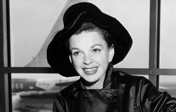 A eterna estrela de 'O Mágico de Oz' (1939) Judy Garland (1922-1969) fez um aborto em 1942, quando estava casada com o compositor David Rose (1910-1990). Ela deixou três filhos quando faleceu. (Foto: Getty Images)