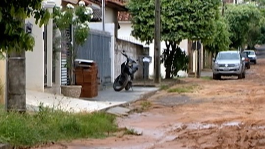 Sem asfalto, moradores do Jardim Europa reclamam da situação enfrentada em Presidente Venceslau