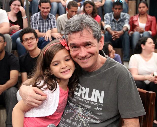 A jovem atriz conta que estará no elenco da novela O Pequeno Buda (Foto: TV Globo/Altas Horas)