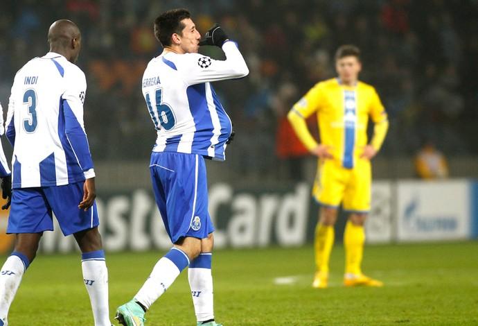 Hector Herrera comemora gol do Porto contra o Bate Borisov (Foto: Agência AP )