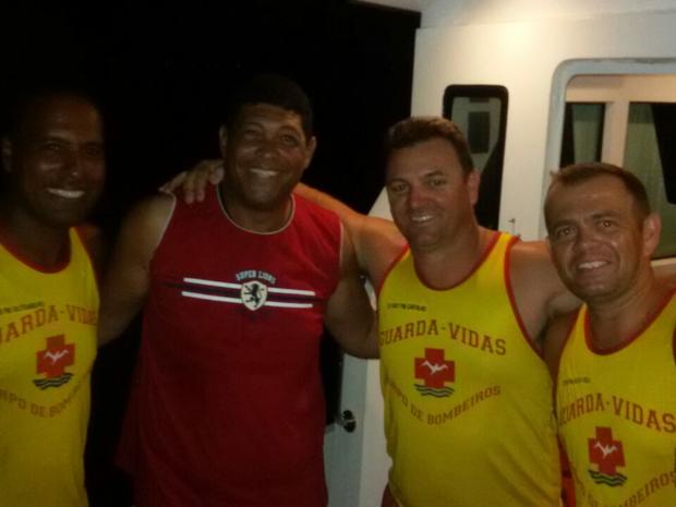 Resultado de imagem para Pastor Valdemiro é resgatado em barco à deriva em Ilhabela, SP