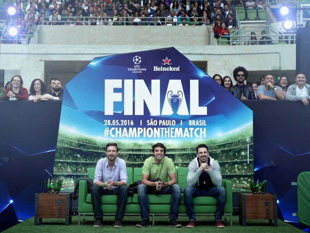 Ação da Heineken apresentou casais sendo surpreendidos durante a final da Champions (Foto: Divulgação)