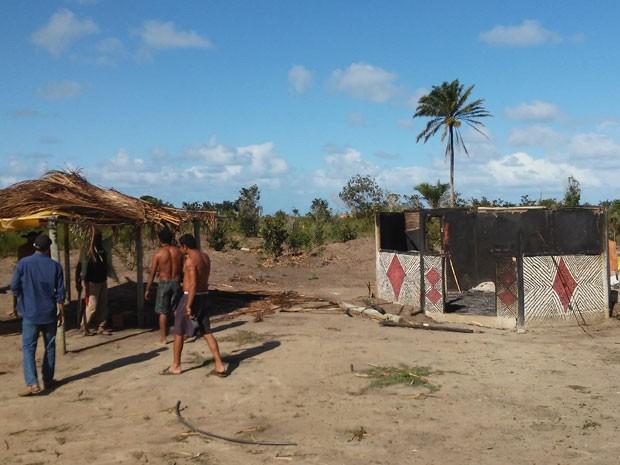 Barraca em aldeia indígena foi incendiada no extremo-sul da Bahia (Foto: Funai)