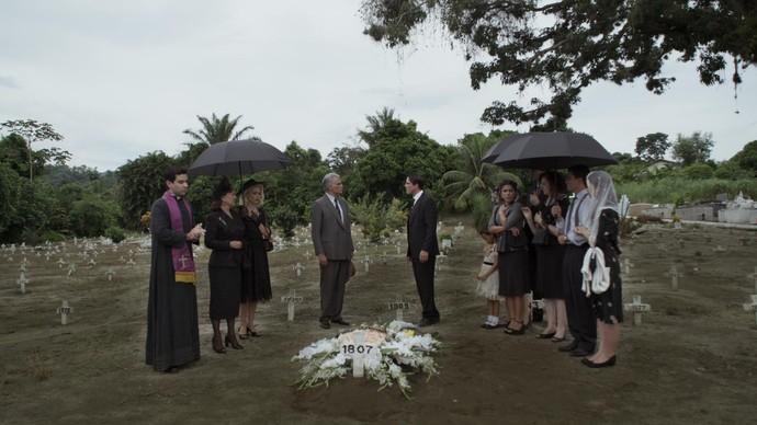 Braz e Severo discutem durante o enterro de Ana (Foto: TV Globo)