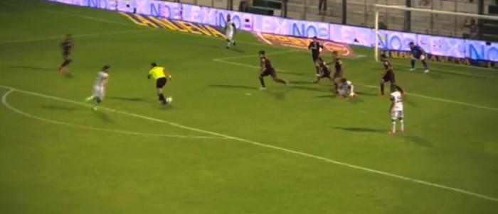 """BLOG: De calcanhar, """"juiz-zagueiro"""" evita chance de gol no Campeonato Argentino"""