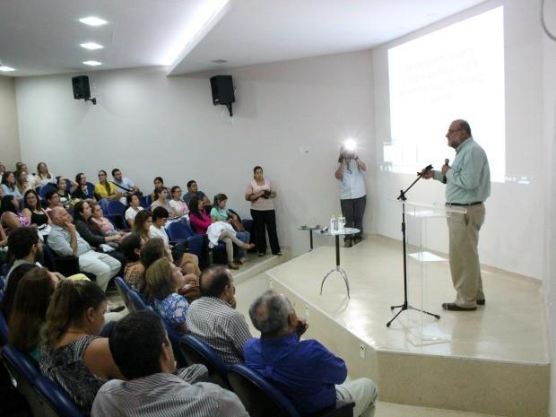 Palestra reuniu corpo clínico e alunos da residência médica da Fundação de Medicina Tropical (Foto: Jamile Alves/G1 AM)