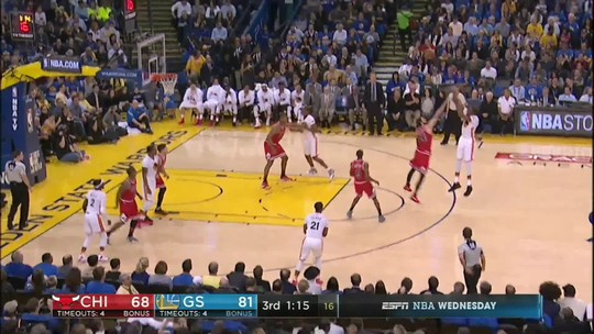 Aniversariante do dia, Thompson rege, e Warriors batem os desfalcados Bulls