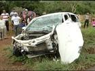 Pai e filha ficam feridos em acidente entre carro e carreta na BR-365