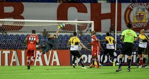 que defesa! (Ailton Cruz/Gazeta de Alagoas)