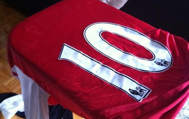 camisa arsenal sem o nome de van persie (Foto: Reprodução / Twitter)