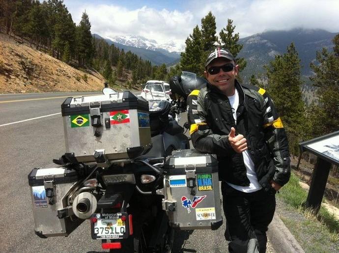Motoqueiro viajou dias e mostra em livro; confira no Mistura (Foto: Mistura/RBS TV)