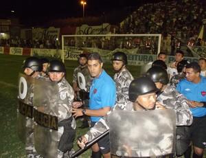 nacional de patos x botafogo-pb - campeonato paraibano - confusão em campo (Foto: Damião Lucena / Globoesporte.com/pb)