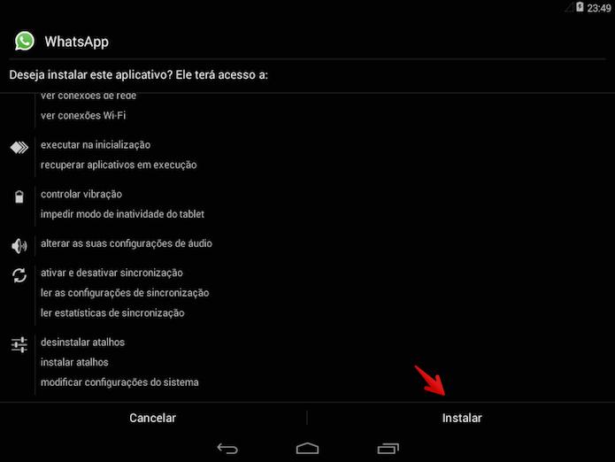 Instalando o WhatsApp em um tablet Android (Foto: Reprodução/Helito Bijora)