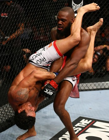 UFC 152 JOn jones e vitor belfort (Foto: Agência Getty Images)