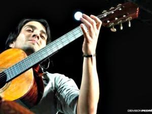 Violonista Marcelo Loureiro durante apresentação (Foto: Deivison Pedré/Divulgação)