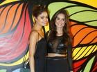 Thaila Ayala vai a  pré-carnaval com look roqueira e barriga à mostra