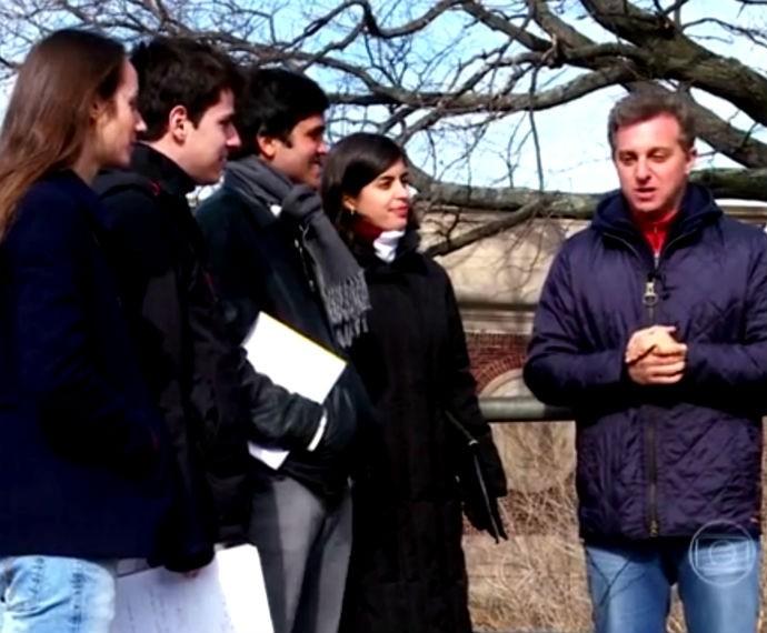 Luciano Huck conversa com jovens brasileiros que estudam em Harvard nos EUA   (Foto: Reprodução/ Gshow)