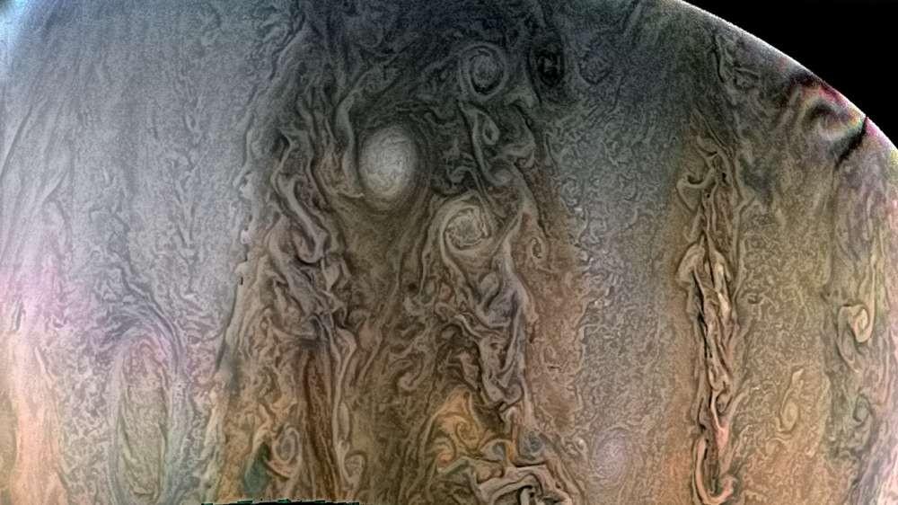 (Foto: NASA/JPL-Caltech/SwRI/MSSS/gundogan)