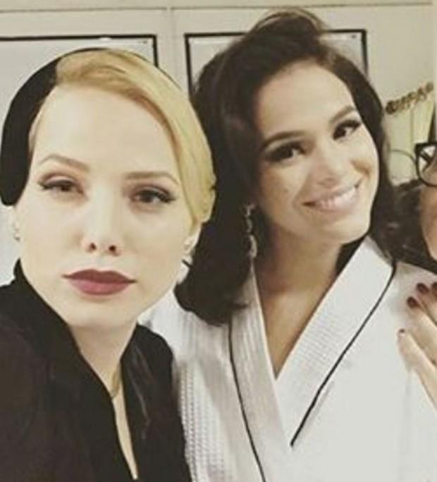 Leticia Colin e Bruna Marquezine nos bastidores de Nada Será Como Antes (Foto: Reprodução/Instagram)