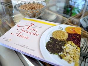 Cléo lançou seu primeiro livro sobre culinária natural: conquista (Foto: Patrícia Teixeira / G1)