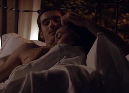 Zac e Yasmin têm a primeira noite de amor